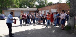 Красноармейское районное ВДПО проводит инструктаж по правильному использованию огнетушителя